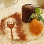 ペルケノー - 温かいとろけるチョコケーキ&カラメルジェラート添え