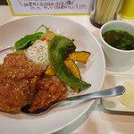 森さん家 - 「ロコモコ」(@890円)。お味噌汁・おつけもの付き