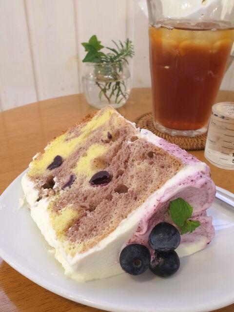 ラ・ファミーユ - ラズベリーのシフォンケーキ