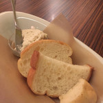 KINARI - 前菜のパン