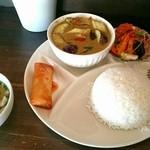 Neo Thai - 2015年9月再訪。少し値上がりしてましたが、グリーンカレー美味し☆