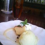 4326397 - チーズケーキとパイナップルソルベ