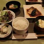 鮎亭 - 鯖の味噌煮定食 1200円 です。