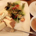 和カフェ&肉バルの花鳥風月 - モッツァレラとベーコンのHOTサンド