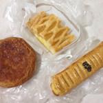 道の駅 みはら神明の里 パン工房 - 料理写真:クイニーアマン、アップルパイ、芋パイ