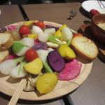 CafeXando - 2品目は色鮮やかなバーニャカウダです