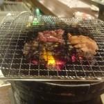 肉ばんざい - 1人でもカウンターで七輪焼肉