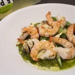 海老のグリル・からし菜とハーブのソース