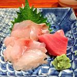 銀座 菊正 - 小鯛のおさしみ。マグロはオマケ