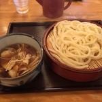 ゆでたて家 - 肉汁うどん(普通盛り400g)¥780。減量の300gでオーダー。