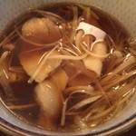 ゆでたて家 - 豚バラ肉の入るつけ汁。