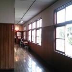 43270411 - 校舎の廊下からお店の入り口を臨む