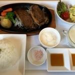 あぷかの森 - 本日のランチ鹿肉ステーキ、1000円です。