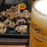 43275497 - 「まずこれセット」の「じとっこ焼き〈中〉」と生ビール。