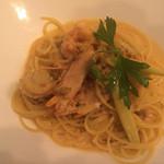 43275593 - たっぷりウニと海老、帆立のトマトクリームスパゲッティ