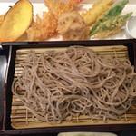 43275605 - 上天ぷらは、海老2本・野菜6種類(マコモダケ、豆、かぼちゃ、エリンギ、さつまいも、れんこん)
