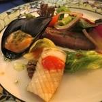 ル・トア・ド・パリ - 前菜は剣先イカとムール貝、秋刀魚の燻製