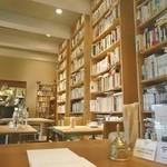 ブンダン - 壁一面の本棚