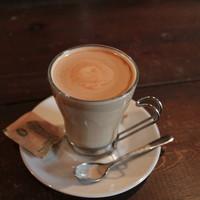 COFFEE&BAR LUPIN-フラットホワイト。エスプレッソとミルクのバランスが素晴らしいっ!