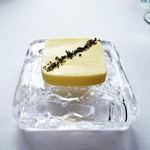 モダンフレンチ 「コラージュ」 - 竹炭塩、無塩バター