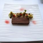 モダンフレンチ 「コラージュ」 - 熟成きじのプレッセ いちごとピスタチオの饗宴