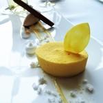 モダンフレンチ 「コラージュ」 - レモンのプリズム メレンゲとシナモンで引き立て