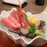 Kagaya - 造り(鮮四種盛り トロ・かんぱち・ヒラメ・ボタン海老)[昼のおまかせ会席]