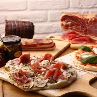 季節にあわせてイタリア全土から集めた旬の食材をトッピング。