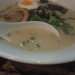 麺屋黒田 - 豚骨白のスープ