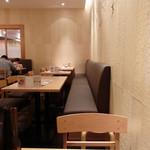 ひつまぶし名古屋 備長 - 店内一番ハジッコの二人掛けテーブルからの眺め