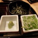 ひつまぶし名古屋 備長 - 薬味。刻み葱、のり、山葵。お代り自由