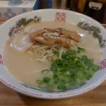 三徳らーめん - ラーメン450円。安い。