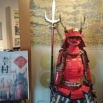 道の駅 柿の郷くどやま - 真田幸村の甲冑が出入口に