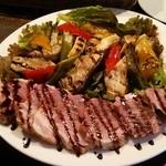 カーディフ - 塩づけ豚肉とグリルド野菜のマリネ