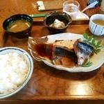 鰹乃国のめし家 萬や - 煮魚定食700円