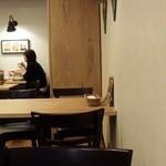 Ailand Cafe & Bar - 店内の雰囲気
