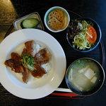 季節の風 蔵 - 島根和牛カルビ丼(1100円)