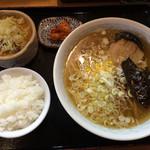 麺匠 うなり - 満腹ランチ880円