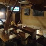 3rd Stone Cafe - 店内(テーブル席)