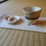 珈道庵 三瀬山荘 - 注文前に出される水出しコーヒーです。