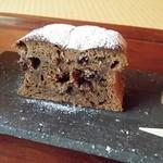 珈道庵 三瀬山荘 - しっとりとしたケーキは、レーズンショコラです。
