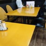 晴山閣 - ☆テーブル席はこんな雰囲気☆