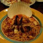 433067 - 手前:海の幸の海賊風辛口トマトソーススパゲッティ  奥:チキンのトマト煮