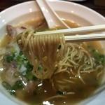 三代目 天竜 - 天竜ラーメン(680円)麺リフト