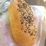 バックハウス・イリエ   - 新商品、胡麻塩チーズパン!うまー