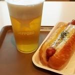 シーニックカフェ - 生ビール600円、チーズドッグ500円