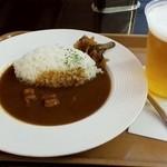 アーツ カフェ&ブラッセリー - ポークカレー700円生ビール580円