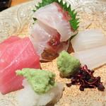 日本のお料理 稲垣 - お造り。                             中トロと鯛とイカです。