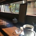 ムーン ファクトリー コーヒー - 珈琲と窓辺の1人席