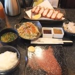 とんかつ マンジェ - 「上ロースとんかつ60匁(225g)定食」(1750円込み)(2015年10月)
